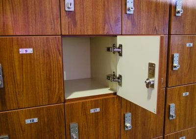 Pass-through-Lockers